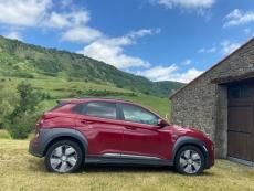 Hyundai Kona couleur rouge batterie long range 64 kWh version haut de gamme toutes options