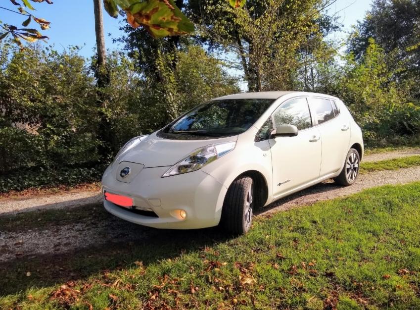 Nissan leaf tekna 2014 en très bon état
