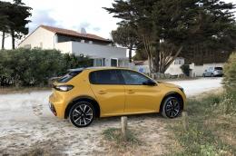 Peugeot e-208 GT Line Couleur jaune faro. Parfait état.