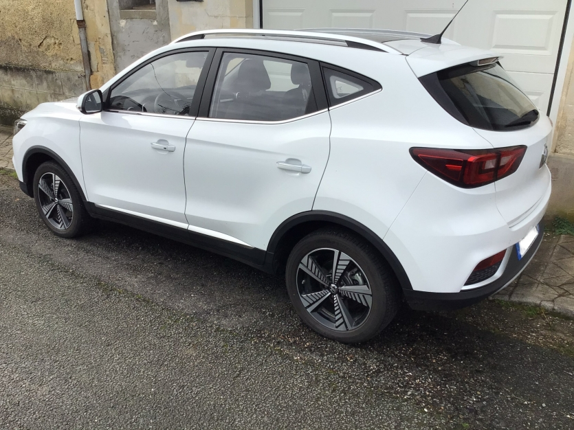 MG ZS EV Luxury blanc comme neuve