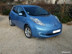 Nissan Leaf bleue