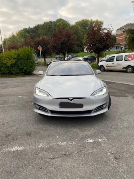 Tesla modèle S 09-2018