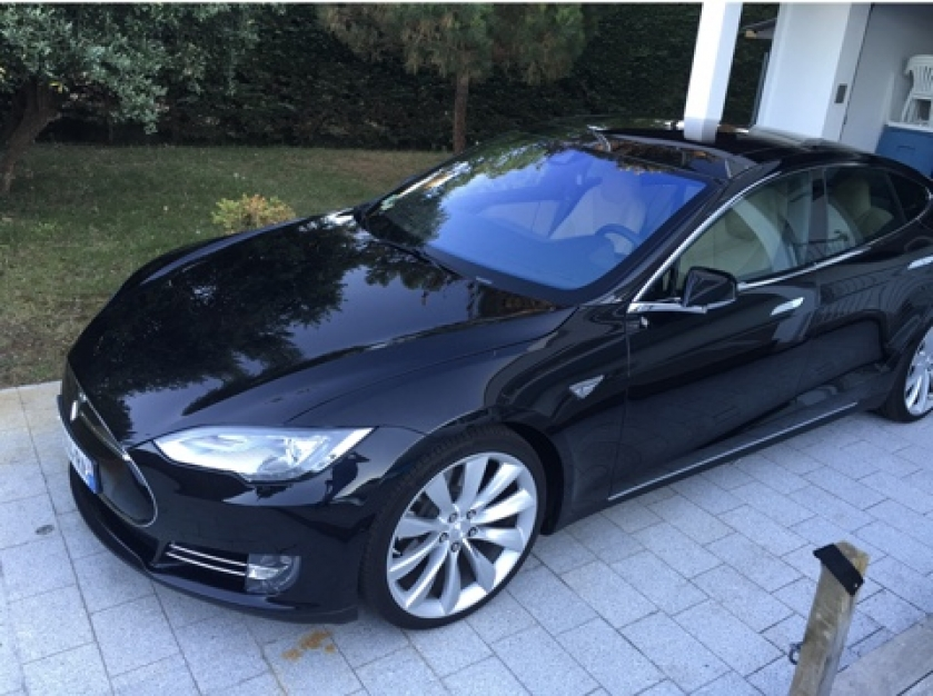 Tesla Model S 90 D. 24500 km octobre 2015 . Noire, toutes options 7 places' pilote auto.