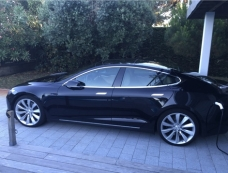 Tesla Model S 90 D. 24500 km octobre 2015 . Noire, toutes options 7 places' pilote auto.