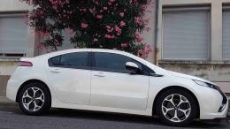 Trés belle Opel Ampera Cosmo Pack blanc nacré