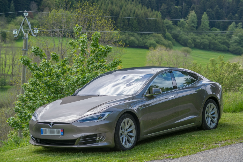 Tesla Model S 75 kWh Dual Motor