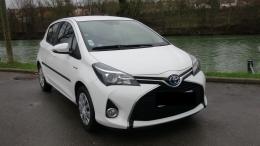 Toyota Yaris III Hybride 100h Dynamic, blanc, 5 portes
